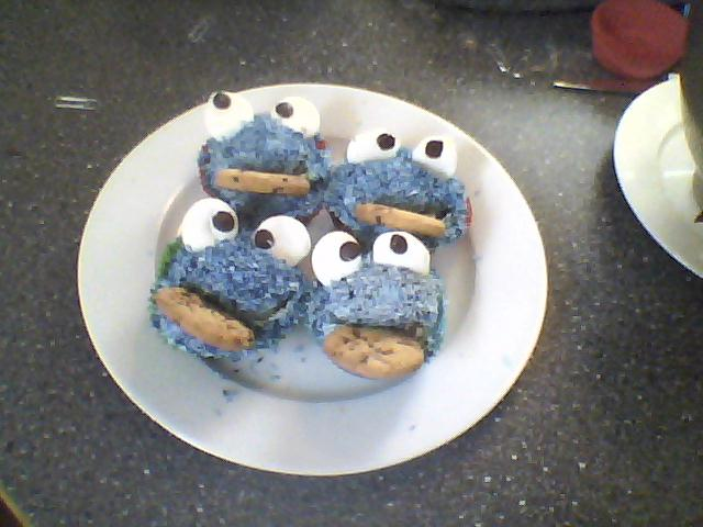 Cookie monster cupcakes :)